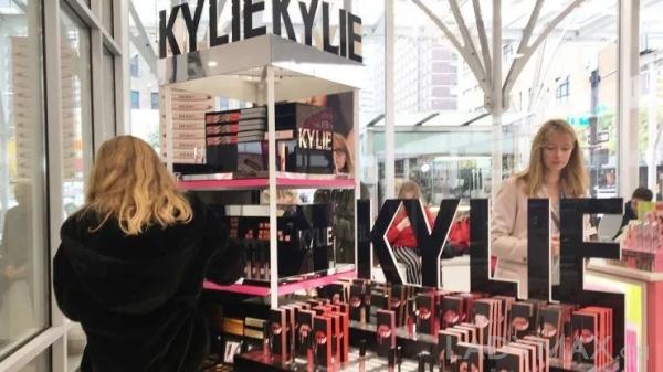 依靠Kylie Jenner在Instagram上的1.51亿粉丝,Kylie Cosmetics销售额仅用一年半就达到4.2亿美元