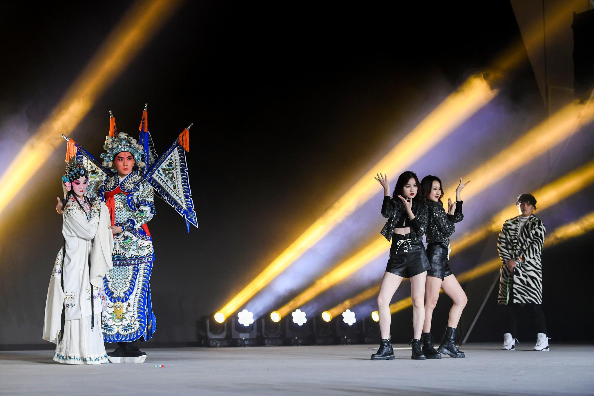 新浪时尚新世代时尚偶像团体GenZ表演