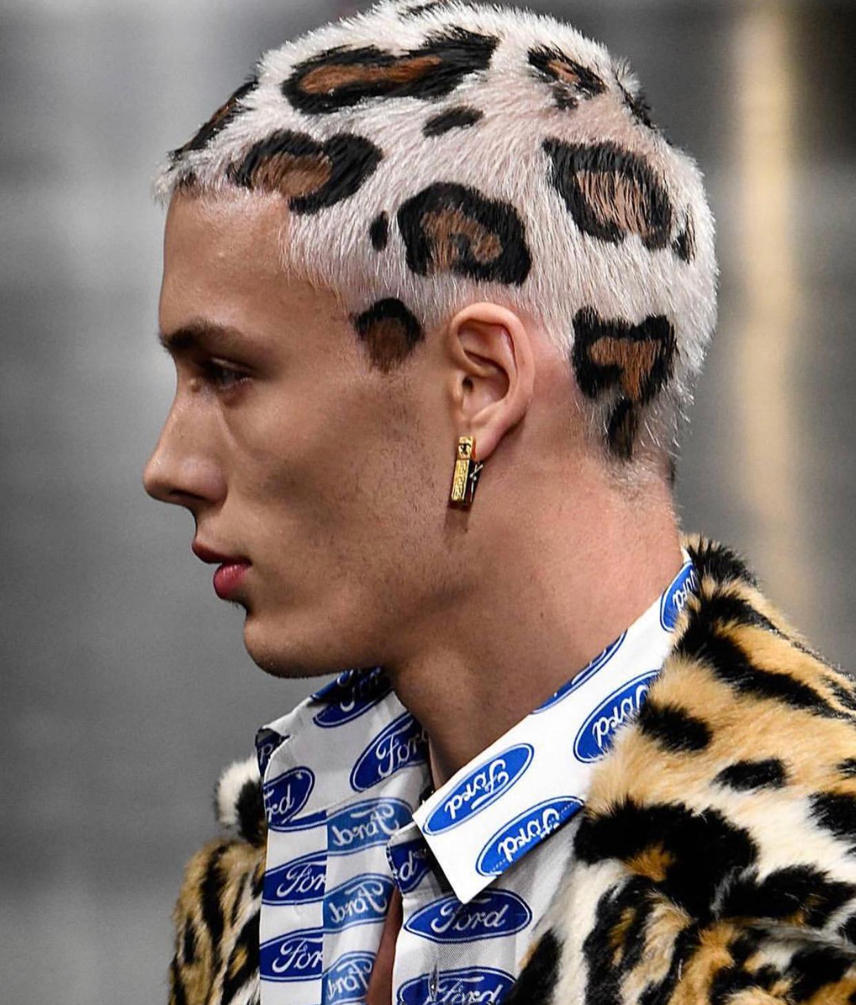 Versace的豹纹头
