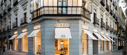 Loewe、Valentino宣布关闭欧洲北美所有店铺