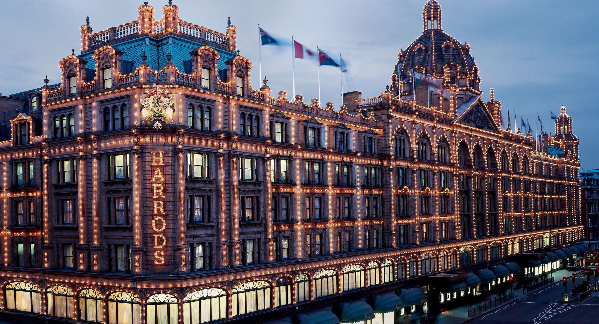 英国二次封城 市民排队购买奢侈品