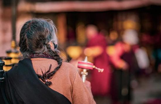 """西藏唯一粉色盐湖 人少还免费的""""天空之境"""""""