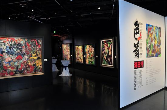 海日汗画展在上海引发轰动