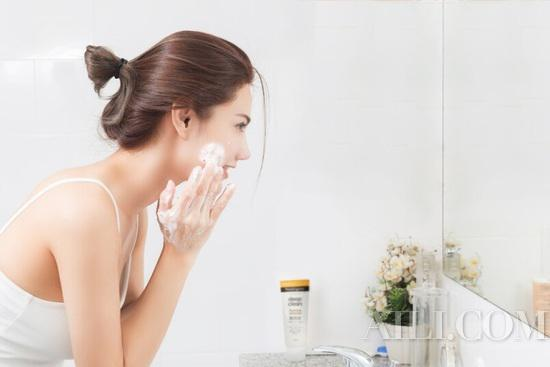 There's no face that can't be washed clean, but you can't remove makeup properly插图1