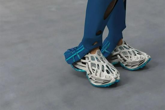 备受关注的 ASICS 洞洞鞋,对未来的设计启示