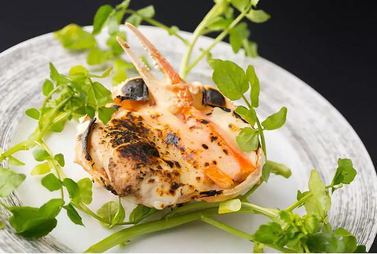 △奶汁烤帝王蟹和河豚魚白