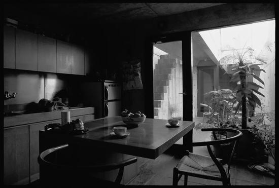 ▸即使是窄小的屋子,但光线也能照到一楼
