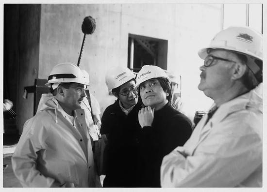 ▸患癌的安藤忠雄在沃夫兹堡现代美术馆的建造工地现场