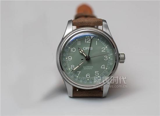 豪利三天两头 死发明冠指针式日历腕表40,售价1,850瑞郎