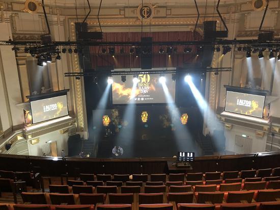 """""""亚洲50佳酒吧""""的颁奖典礼在一座老剧院Capital Theatre中进行"""
