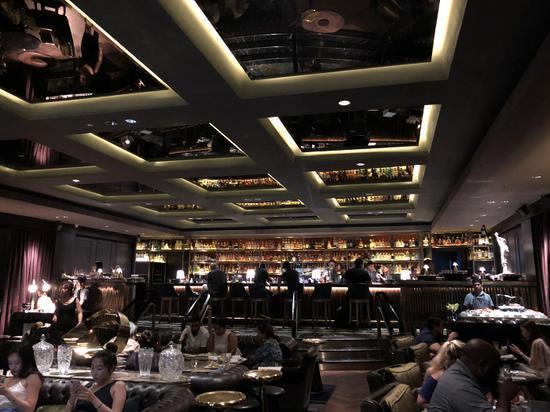 热闹的Manhattan酒吧