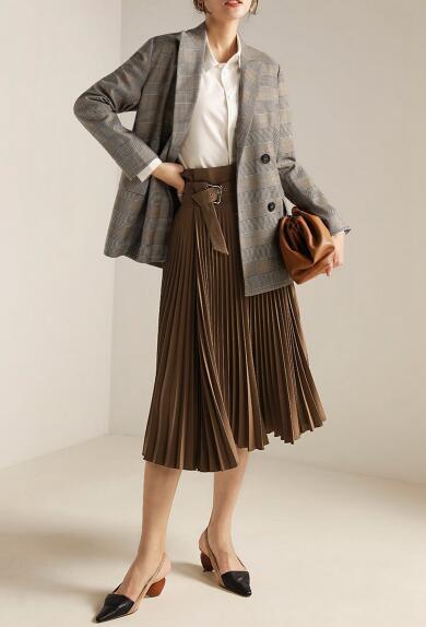 百褶裙搭配什么外套好看 照着这样穿太美了