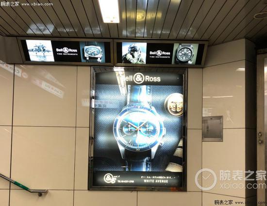 地铁站里也少不了手表广告,图为柏莱士