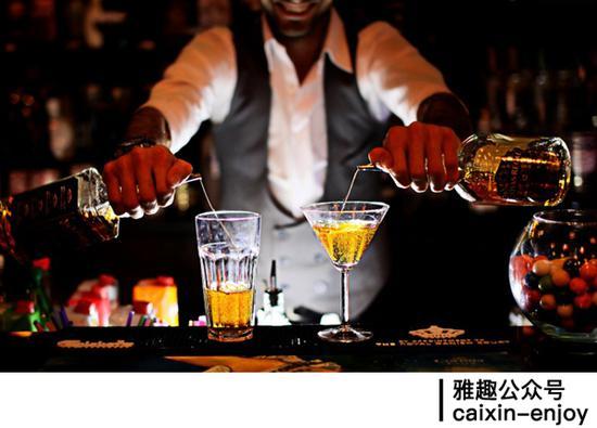 调酒师工资_调酒师不能说的鸡尾酒价格秘密|酒吧|鸡尾酒|酒单_新浪时尚_新浪网