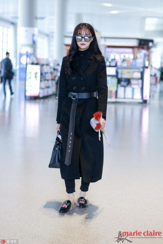 沈梦辰现身机场。Hermes手袋,Gucci皮草拖鞋,loafer黑色大衣。