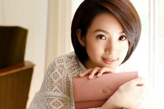 操十岁少女_刘诗诗变少女汤唯老十岁 都是短发为何差这么大