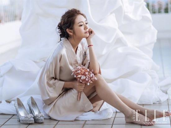杨幂刘涛减龄杂毛妆容 蓬松微卷的半丸子头美哭了一票粉丝 娱乐八卦 第13张