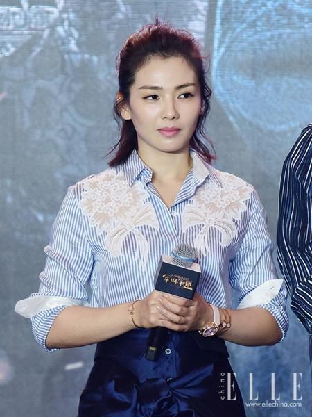 杨幂刘涛减龄杂毛妆容 蓬松微卷的半丸子头美哭了一票粉丝 娱乐八卦 第4张