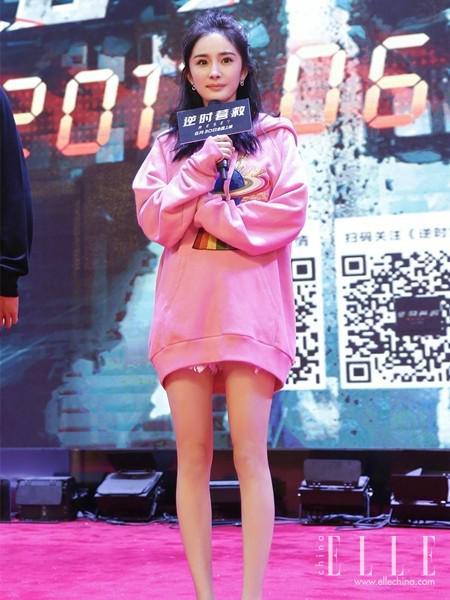 杨幂刘涛减龄杂毛妆容 蓬松微卷的半丸子头美哭了一票粉丝 娱乐八卦 第1张