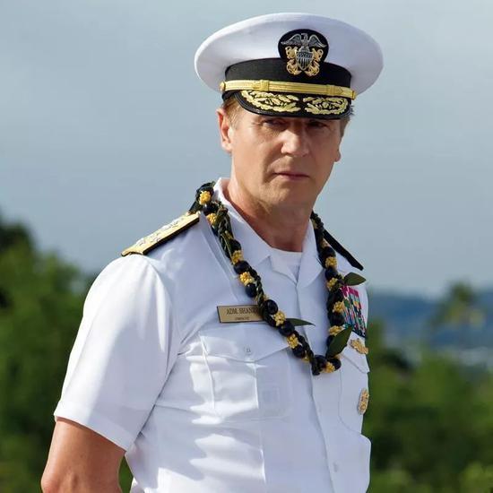 �美国海军白甲船员衬衫制服