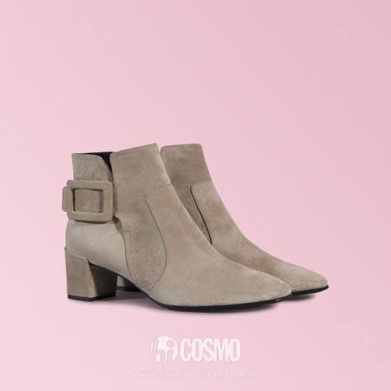 鞋履来自Roger Vivier 售价9800老大