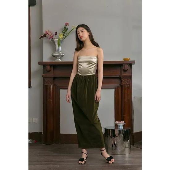 Neant 墨绿色连衣裙 价格:859元