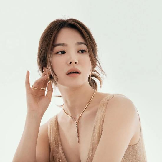 Song Hye Kyo's latest pictorial I only see her skin is really good插图7
