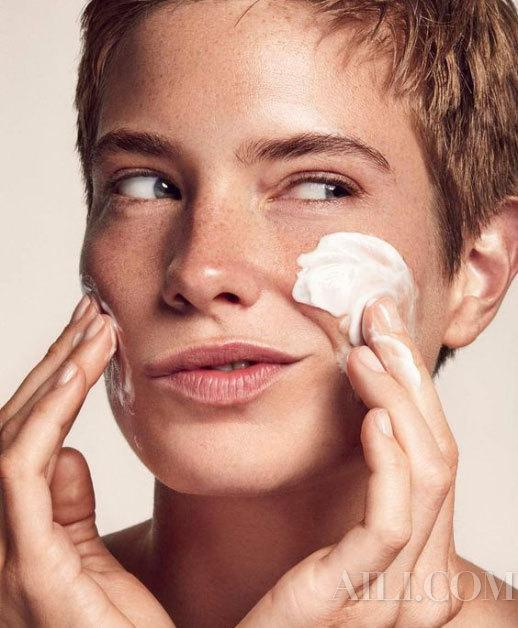 It's really important to wash your face in the new season. The golden combination of day and night cleaning is in place插图3