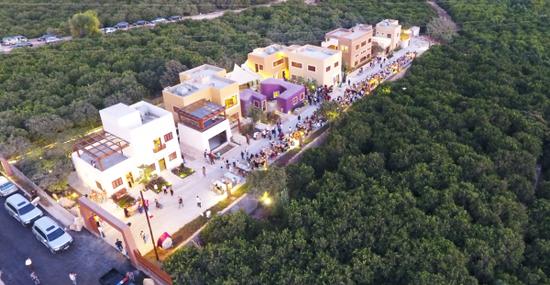 用2013年募集的善款在黎巴嫩南部古城提尔郊区建造的手工艺村