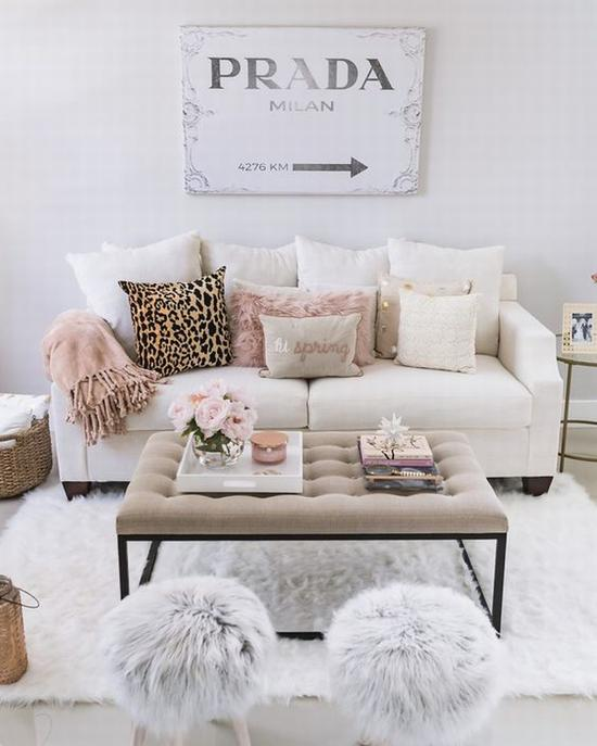 一字型沙发适合小户型 图源自thefancythings.com
