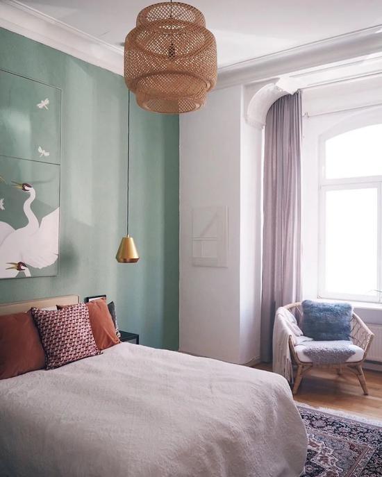 """租下两间小公寓 自己改成灰蓝色大""""豪宅"""""""