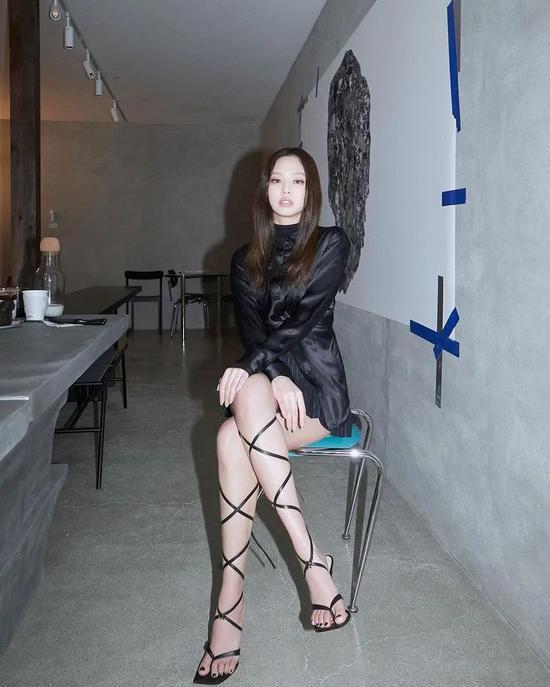 种草鹅|Jennie又让我爱上绑带凉鞋了!!