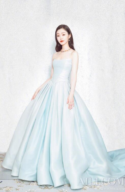 Song Yibai becomes a light. You can catch the whitening season插图7