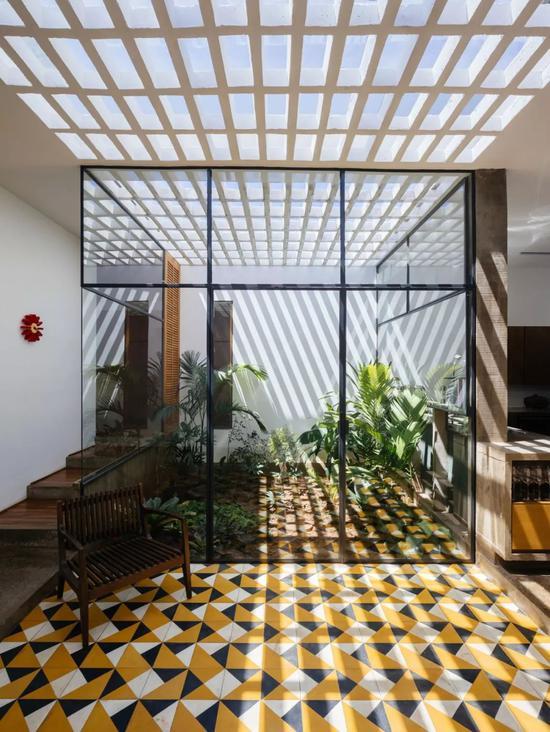 巴西建筑事务所V?o所打造的无主人住宅项目 Pedro Kok