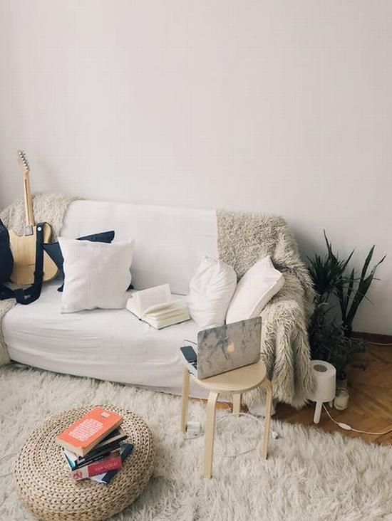 浅色沙发最百搭 图源自pexels