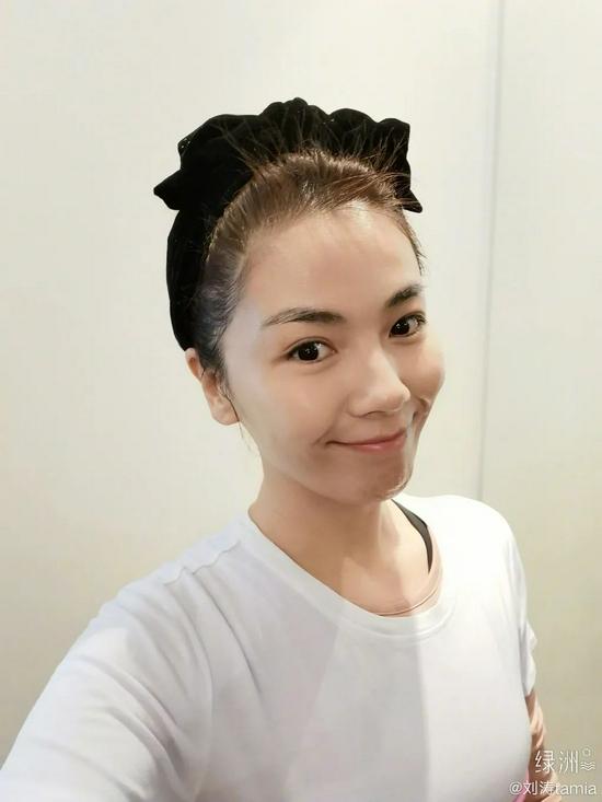 刘涛分享沉浸式卸妆 轻柔洗脸加强皮肤防御