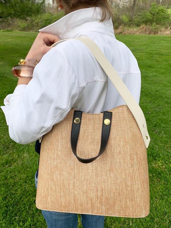 属于三十岁的包包较量 这局王漫妮胜