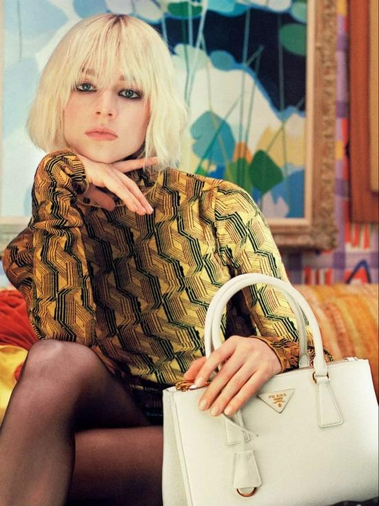 Hunter Schafer拍摄的Prada广告