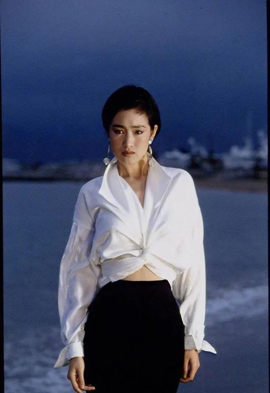 东方女性跟巩俐学穿搭 一招就够了