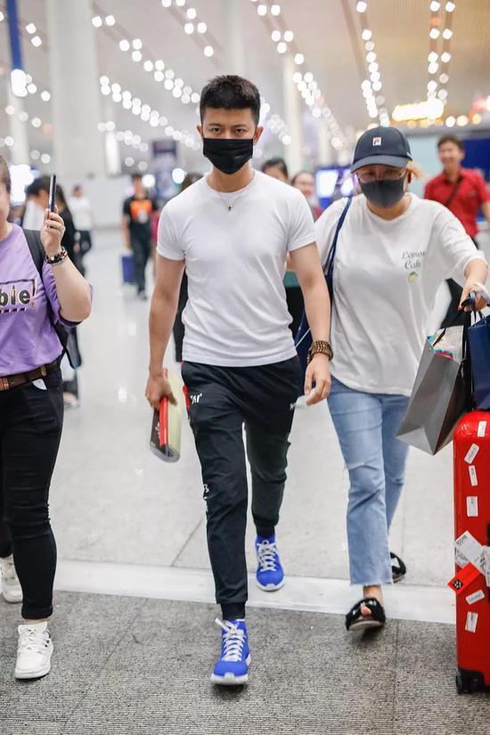 任嘉伦北京机场