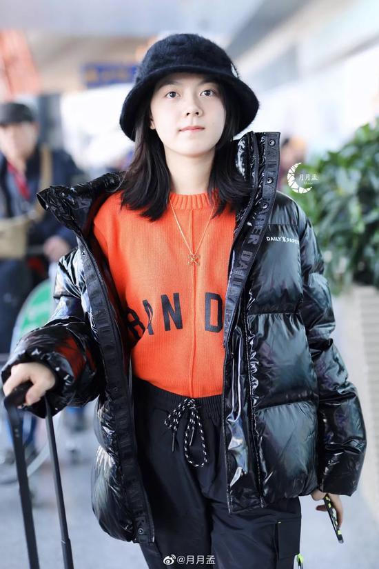 冬天穿搭除黑白灰 橘色穿搭你试过了吗