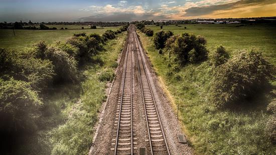 乘火车穿越欧亚一站一景 图片源自pexels