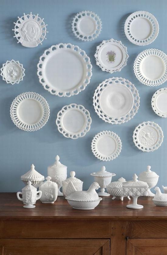 收藏的盘子也能作为墙面装饰 图片源自www.countryliving.com