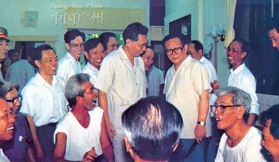 �1990年江泽民视察海珠区南华西街告老还乡工人的家