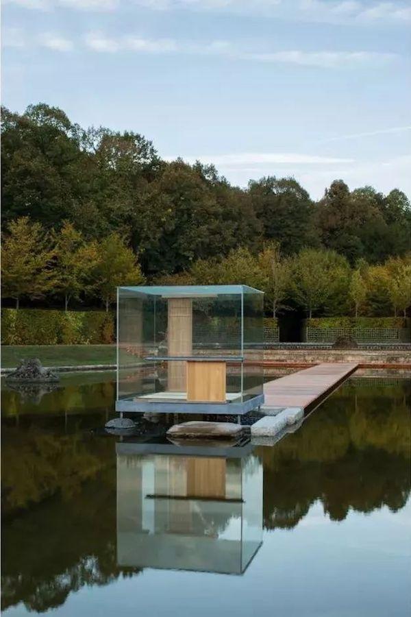 玻璃茶室《闻鸟庵》于凡尔赛宫的展示杉本博司,2018年