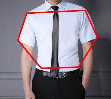 �盖飞起的衣袖尖而导致的六边形上身造型