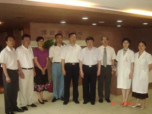 �国中医药管理局副局长视察某地传统中医医院