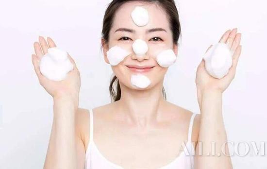Serious makeup also acne? This skin is really hard to take插图2