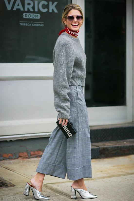 针织衫加格纹阔腿裤