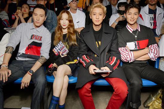 到嘉宾,左起:上阳明、金泰妍、朴灿烈、张铭恩